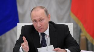 Vladimir Poutine a estimé que la résolution du Parlement européen était signe de dégradation de l'idée de démocratie en Occident.