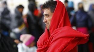A Nickelsdorf, en Autriche, les réfugiés, majoritairement syriens et afghans, affluent toujours en nombre.