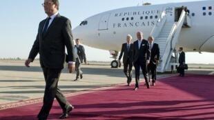 O Presidente François Hollande, à chegada a Singapura, este Domingo