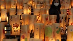 Một rừng đèn lồng tưởng niệm các nạn nhân thảm họa Fukushima. Ảnh chụp tại Koriyama, Fukushima ngày 10/03/2012.