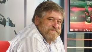 Lisardo Lombardia en los estudios de RFI