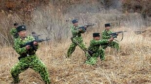 Ảnh do thông tấn xã Triều Tiên phát đi ngày 11/3/2013 cho thấy binh sĩ Bắc Triều Tiên tập luyện đặt trong tình trạng sẵn sàng chiến tranh.