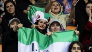 Désormais les Iraniennes pourront soutenir leurs footballeurs. Ici, au Championnat de volleyball masculin asiatique opposant l'Iran au Qatar dans le stade Azadi de Téhéran, le 14 septembre 2019.