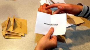 Kiểm phiếu tại một đơn vị bầu cử ở Tulle, Pháp ngày 07/05/2017.