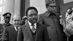 Paris. 30/09/1980. Palais de l'Élysée.  Le président gabonais, Omar Bongo (c) et le président zaïrois, Mobutu Sese Seko (d)