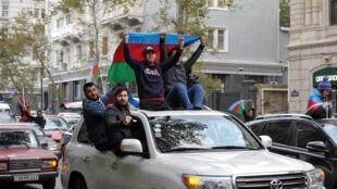 Après l'accord de cessez-le-feu conclu le 9 novembre dans le conflit du Haut-Karabakh sous l'égide de Msocou, c'était la colère à Erevan mais la fête à Bakou (photo).