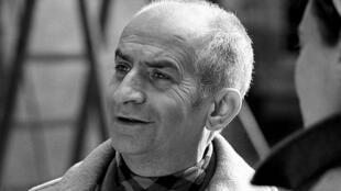 L'acteur français Louis de Funès lors du tournage du film « L'Homme orchestre » (réalisé par Serge Korber). Bassano Romano (Viterbe), Italie, mars 1970.