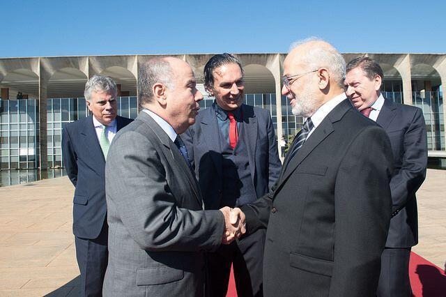 Ministro Mauro Vieira (esquerda) recebe a visita do chanceler iraquiano.
