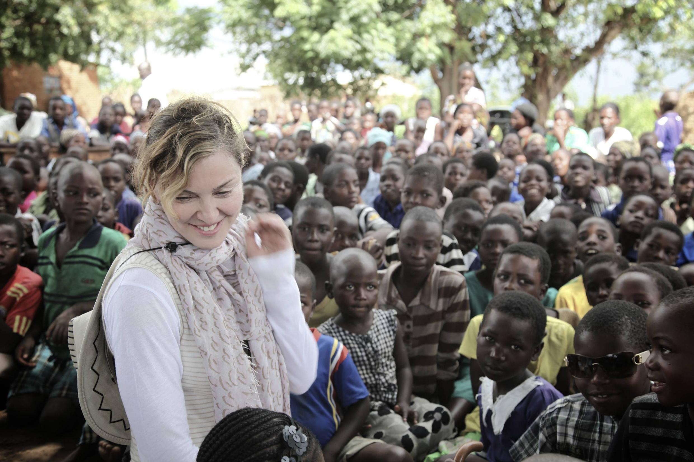 Madonna dans une école primaire du Malawi, le 2 avril 2013.