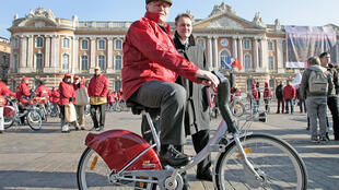 «VeloToulouse», un système de location de vélos à Toulouse, en France, le 16 novembre 2007.