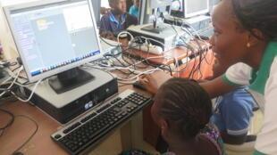 En Afrique, l'accès à internet reste encore difficile dans certains pays du continent.