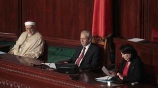 Mohamed Ennaceur (Centre) pour son premier discours en tant que président du parlement, le 4 décember 2014, à Tunis.