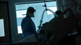 O número de casos confimados do novo coronavírus ultrapassou os 5 milhões em todo o mundo.