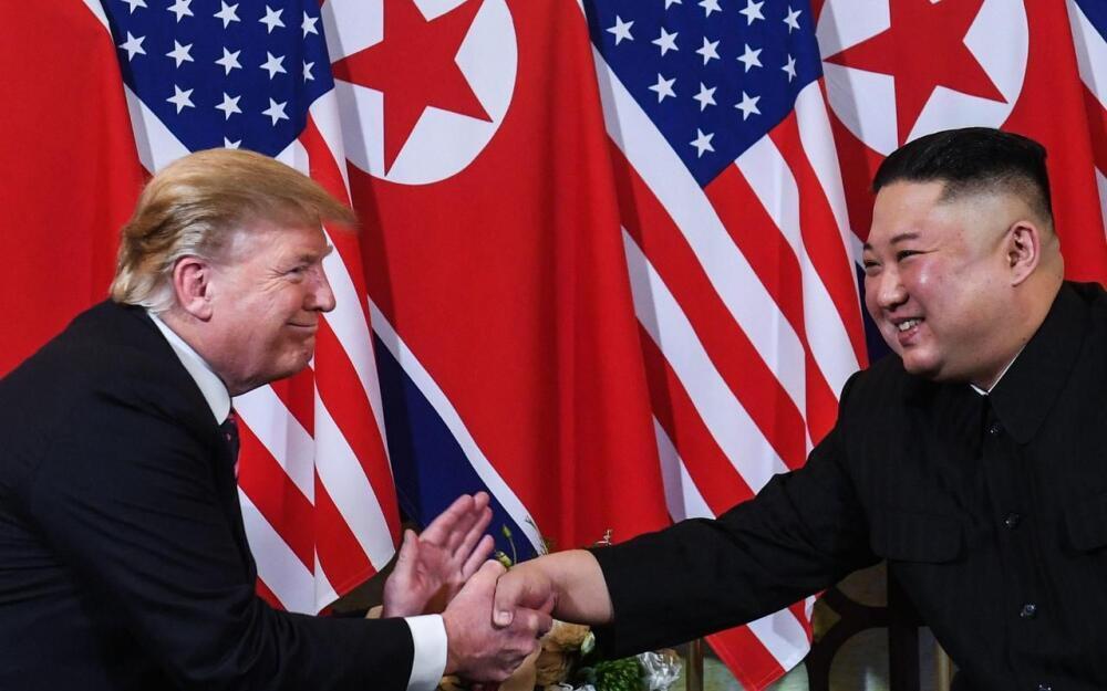 美國總統特朗普和朝鮮領導人金正恩二次峰會時握手            2019年2月27日