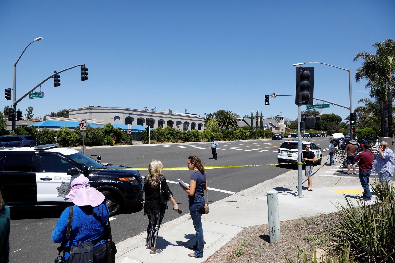 Cảnh sát San Diego bảo vệ hiện trường vụ xả súng tại nhà thờ Do Thái Poway, ở California, ngày 27/04/2019.