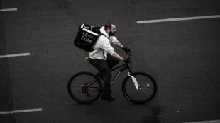 Un livreur d'Uber Eats, à Paris. (Illustration)