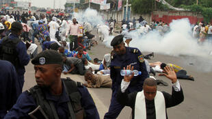 Police fire tear gas to disperse the protest in Kinshasa, 21 janvier 2018.