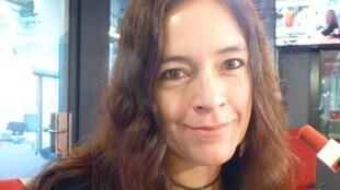 La realizadora peruana Rossana Díaz Costa en los estudios de RFI en París.