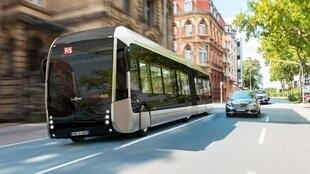 The Fébus draws its energy from a hydrogen fuel cell. It is is a completely decarbonised with no pollution.