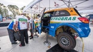Equipe Mitsubishi Brasil já na Argentina fazendo os últimos ajustes.