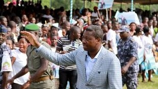 Faure Gnassingbe waves to a crowd at a campaign rally in Tado, Togo, 13 April 2015
