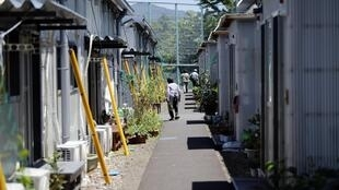 3 năm sau nạn động đất sóng thần, phần không nhỏ dân chúng di tản khỏi khu vực Fukushima vẫn sống trong các nhà 'tạm bợ. Ảnh chụp 23/06/2014.