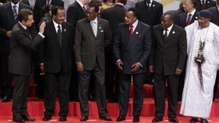 Президент Франции Николя Саркози, президент Камеруна Поль Бийя, президент Чада Идрис Деби, президент Республики Конго Дени Сассу-Нгессо, президент Демократической республики Конго Жозеф Кабила и  президент Мали Амаду Тумани Туре