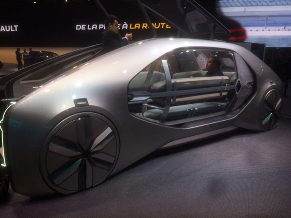 Modelo futurista de carro elétrico da marca Renault.