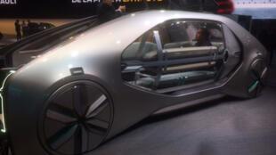 Modèle futuriste de véhicule électrique du constructeur Renault.