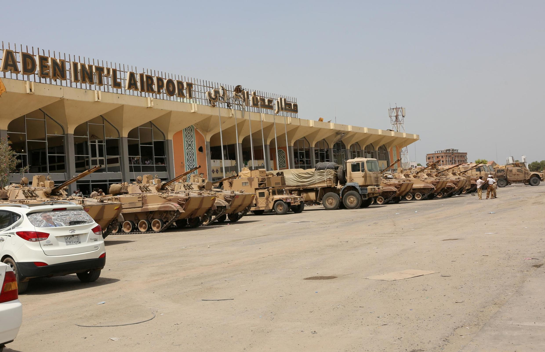 Des véhicules militaires des Émirats arabes unis à l'aéroport d'Aden, au Yémen, le 5 août 2015 (photo d'illustration).