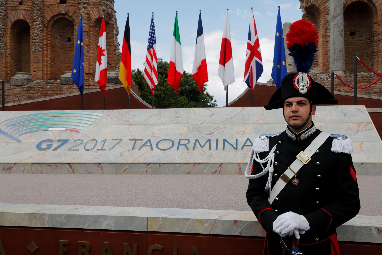 Một lính gác của Ý tại nơi diễn ra thượng đỉnh G7, Taomina, Ý, ngày 26/05/2017.