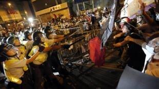 香港旺角10月19日晨警方與示威者衝突