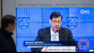 Maurice Obstfeld économiste en chef du FMI a présenté les prévisions de croissance mondiale le 16 juillet 2018 à Washington. Il prévient que le conflit commercial entre les Etats-Unis et ses partenaires pourrait la compromettre à brève échéance.