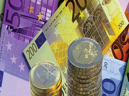Segundo a agência Markit, a França pode entrar em recesão no quarto trimestre deste ano.
