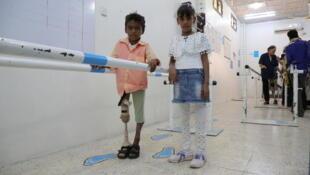 Le 5 décembre 2018, à Aden (Yémen), des enfants sous traitement dans le centre de prothèses et de physiothérapie soutenu par l'Unicef.