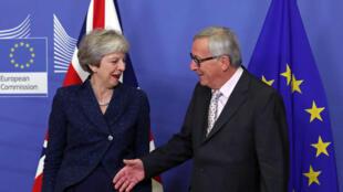 លោកស្រីនាយករដ្ឋមន្រ្តីអង់គ្លេស Theresa May និងលោកប្រធានគណកម្មការអឺរ៉ុប Jean Claude Juncker
