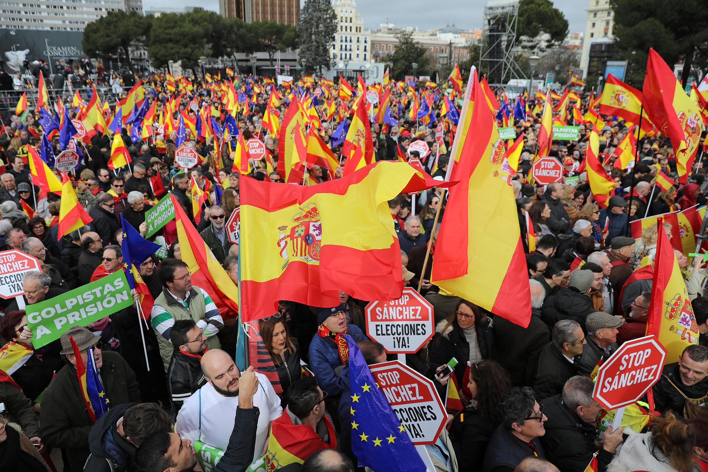 Dân Tây Ban Nha biểu tình phản đối thủ tướng Pedro Sanchez tại quảng trường Colon, ở Madrid, ngày 10/02/2019.