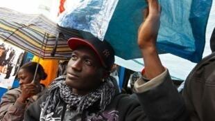 Mody Sacko, lors de l'occupation des sans-papiers à la Bastille, en mai 2010.