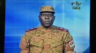 Mamadu Bamba, durante o pronunciamento televisivo em que o RSP anunciou o golpe de Estado