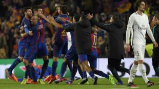 """Les joueurs du FC Barcelone exultent après leur """"remontada"""" contre le PSG et leur qualification en quart de finale de la Ligue des champions, le 8 mars 2017 au Camp Nou"""