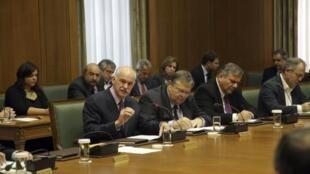 Conseil des ministres extraordinaire à Ahtènes, dimanche 6 novembre 2011.