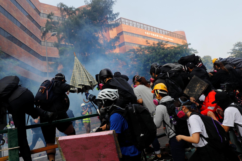 Biểu tình, xung đột với cảnh sát ở khu Đại học Bách khoa Hồng Kông. Ảnh ngày 18/11/2019.