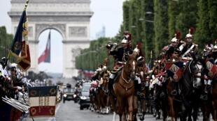 La Guardia Republicana francesa participa en el desfile anual del Día de la Bastilla el 14 de julio de 2019 en París