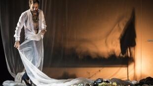 Benjamin Lazar interprète «Maldoror» à l'Athénée-Théâtre Louis Jouvet, à Paris.