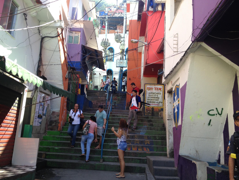 Moradores do Morro Santa Marta estão divididos sobre legado dos Jogos.