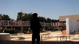 Les ONG réunies pour un «sommet des peuples» avaient reproché, à la veille du Sommet Afrique-France, aux dirigeants français et africains de se barricader.