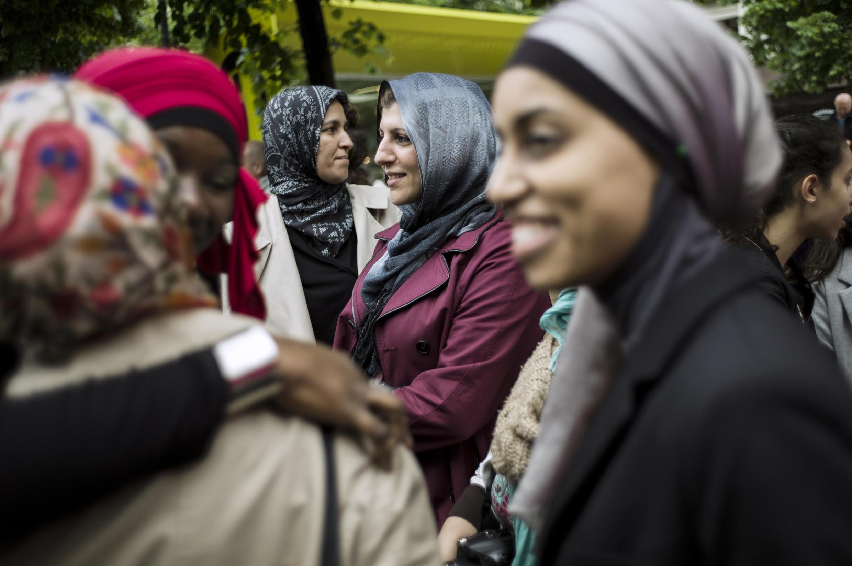 En 2013 déjà, des femmes voilées manifestaient à Paris pour revendiquer leur droit d'accompagner leurs enfants à l'école en étant voilées.