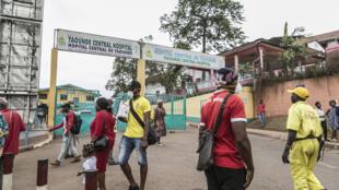 Entrée de l'hôpital général de Yaoundé, au Cameroun, le 6 mars 2020.