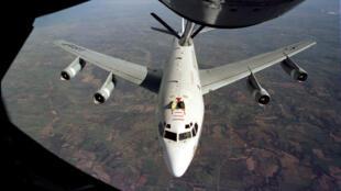 Ảnh minh họa : máy bay WC-135 của Mỹ lúc tiếp tế nhiên liệu trên không. Ảnh công bố 19/05/2017.