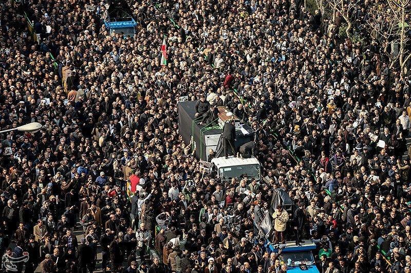 В Тегеране сотни тысяч человек вышли на траурное шествие, чтобы проститься с бывшим президентом Ирана Акбаром Хашеми Рафсанджани